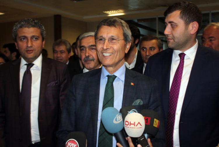 Yusuf Halaçoğlu: Meclis'te 40 kişi Çin Seddi'ni yıkan niteliğe sahip