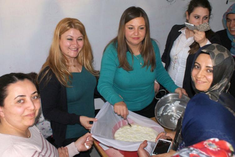 Kadın çiftçilere peynir yapımı öğretildi