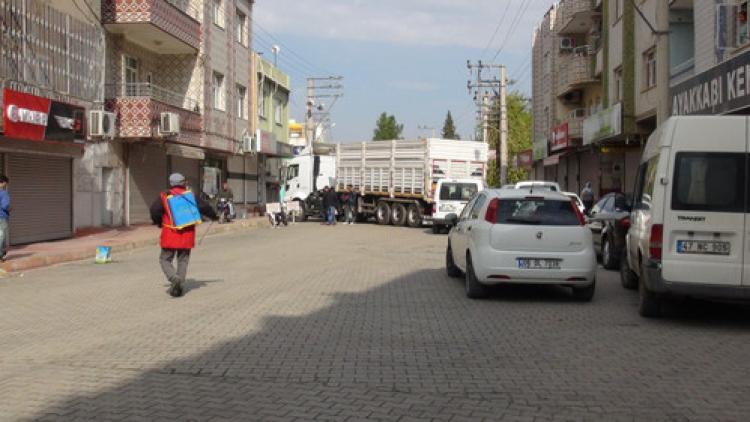 Nusaybin'de YDG-H'liler, Çağçağ Caddesi'ni trafiğe kapattı