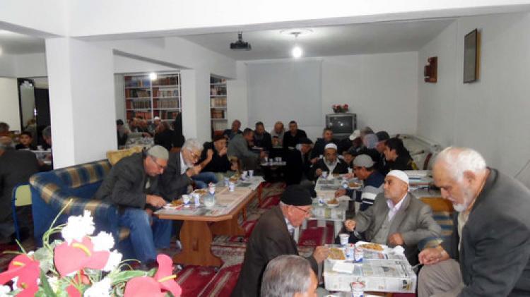 Camiye gelen cemaat için bilgi yarışması düzenlendi