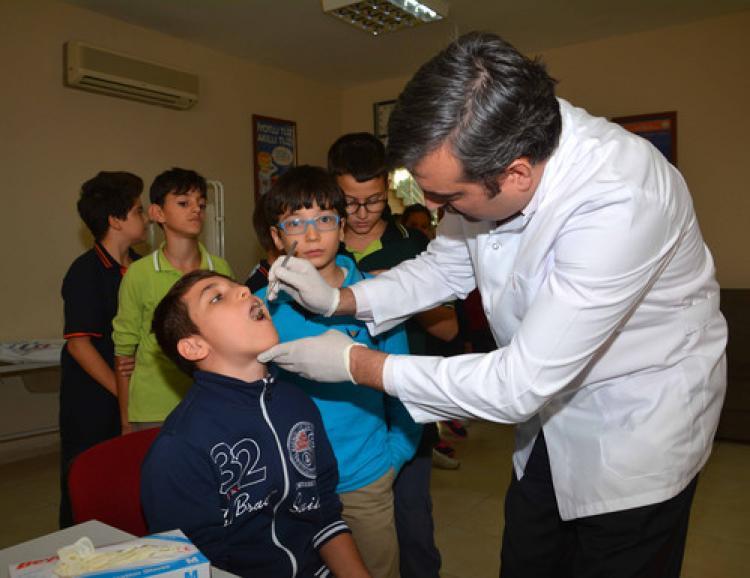 Burçlu öğrenciler, ağız ve diş sağlığı taramasından geçirildi