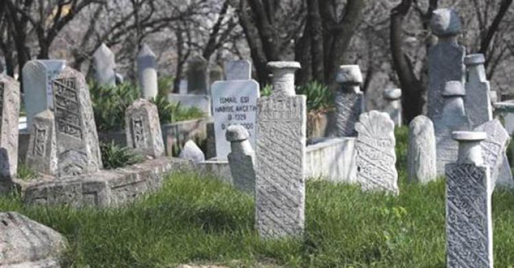 Öldü diye mezarı kazılmıştı, şimdi...