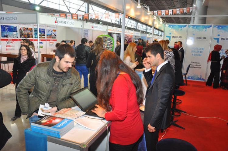 Bursa'da iş arayanlarla işverenler buluşuyor