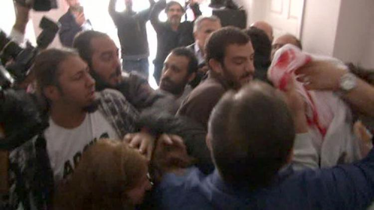 Eylemciler DHA bürosunu bastı