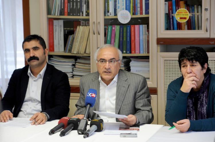 Zaman Gazetesi'ne baskı ve gözdağına tepki