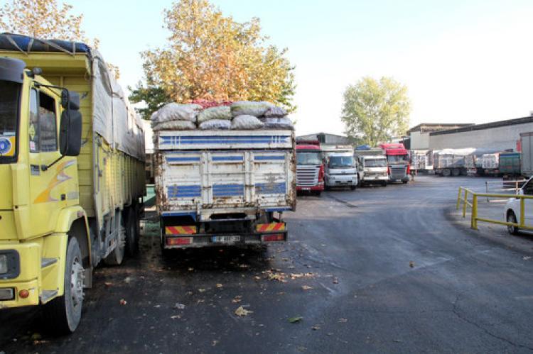 Bursa'da 70 kamyon elma çöpe gidecek