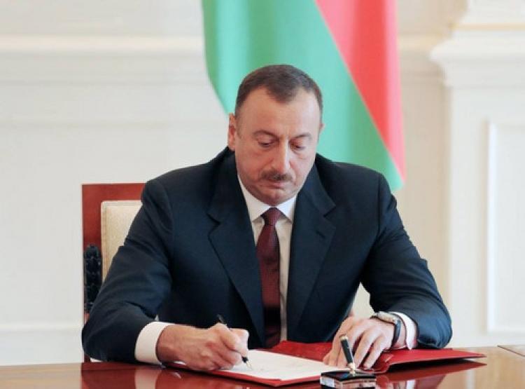 Aliyev, İletişim Bakanı'nın görevden aldı