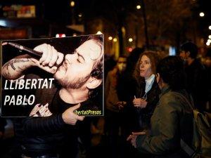Rapçi Pablo Hasel'in destekçileri sokaklarda