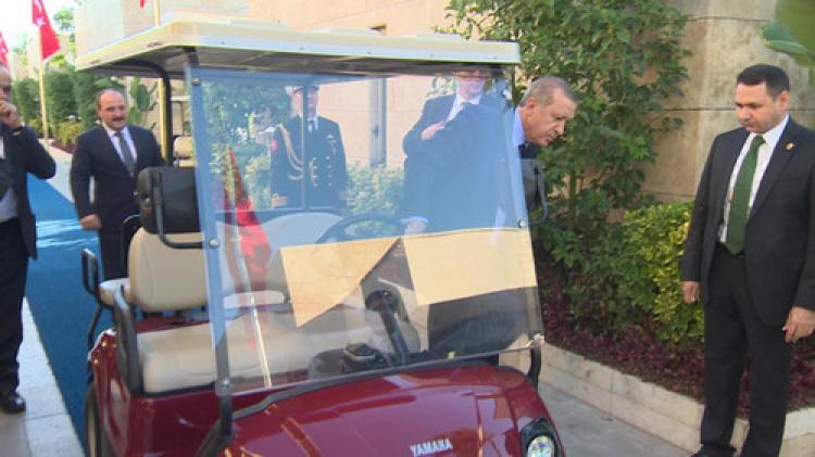 Erdoğan, golf aracı kullandı