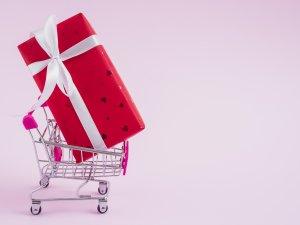 """14 Şubat'ta sevgililer """"online"""" hediyeleşti"""