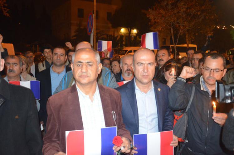 Fransa'da yaşamını yitirenler İzmir'de anıldı
