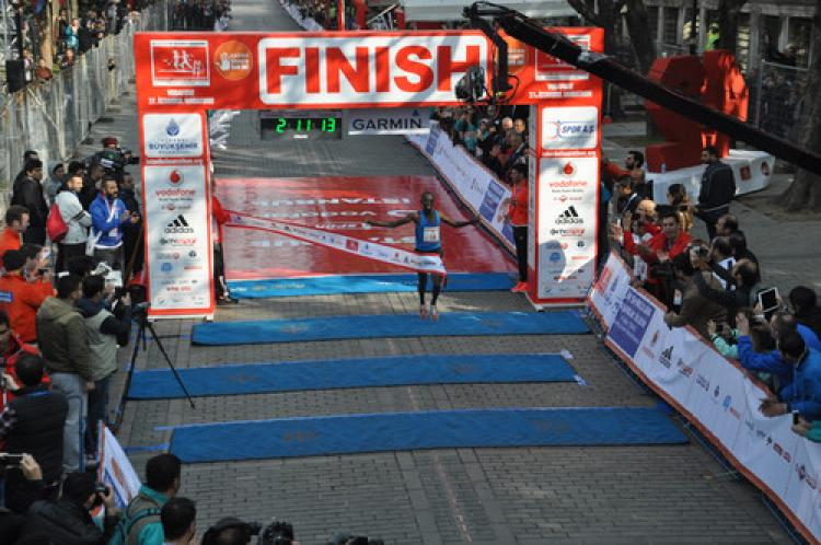 Maratonda erkeklerde ilk 3'e Kenyalılar damgasını vurdu