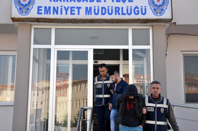 Bursa'da çaldıkları altınları bozdururken yakalandılar