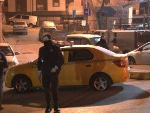 Taksiciye silah dayayıp kaçtılar