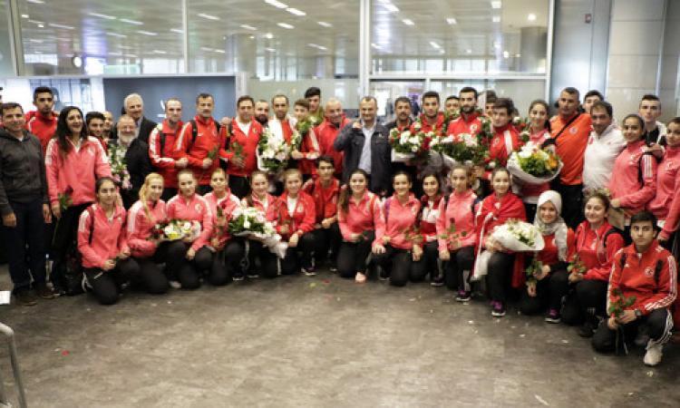 Dünya ikincisi Karate Milli Takımı yurda döndü