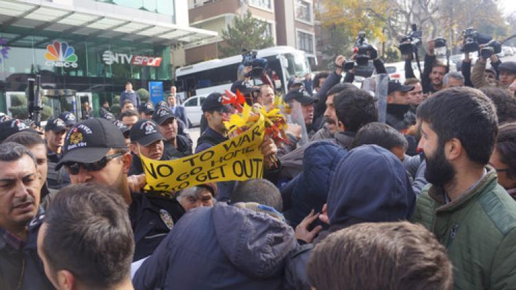 NTV Temsilciliği önünde polisle arbede