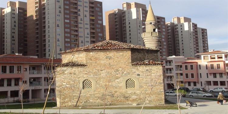 Bursa'da tarihi cami kaderine terk edildi