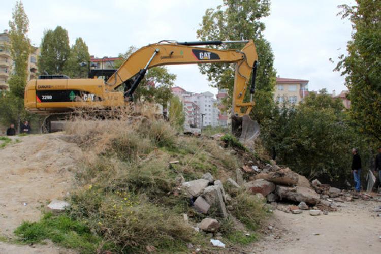 Çankaya'daki kaçak gecekondu yıkımları sürüyor