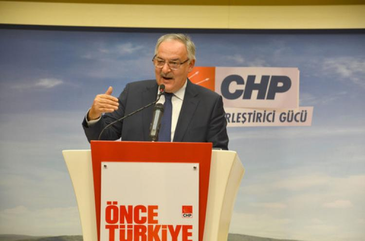Davutoğlu'nun, Erdoğan'ın gölgesinde bırakıldığı açık