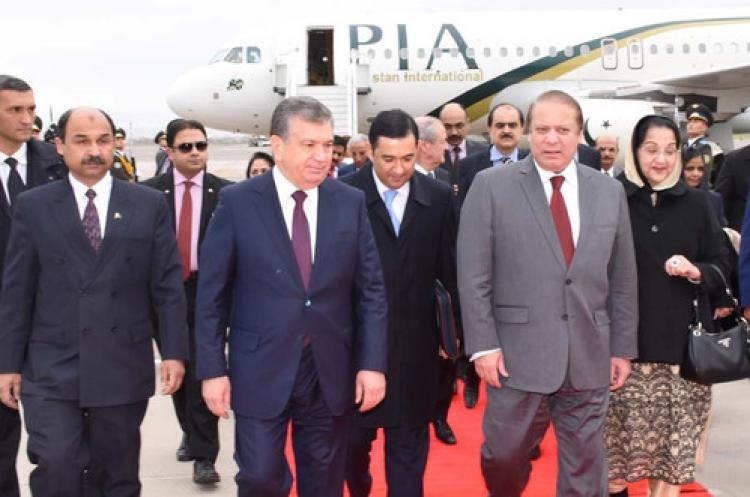 Pakistan Başbakanı Şerif, Özbekistan'a gitti