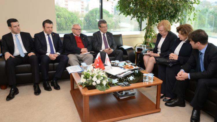 Polonya'dan işbirliği daveti