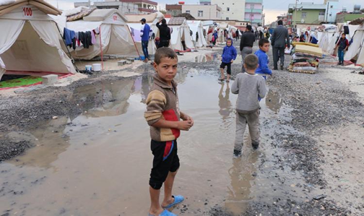Suriyelilerin çadırlarını su bastı
