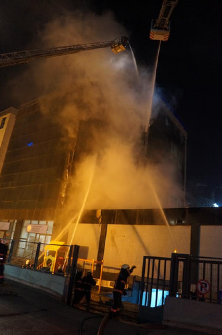 Haliç Üniversitesi'nde korkutan yangın
