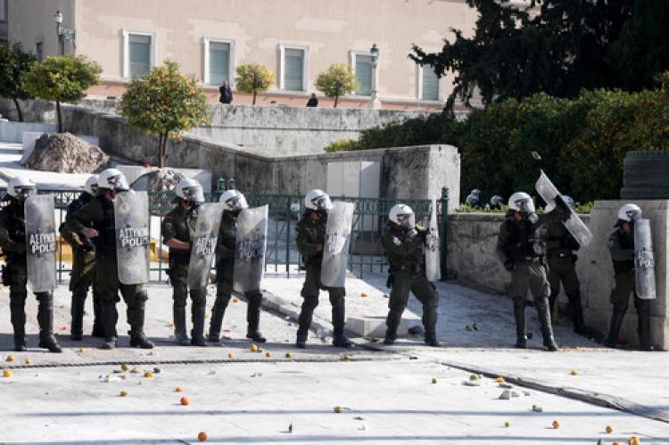 Atina'da çiftçiler polisle çatıştı