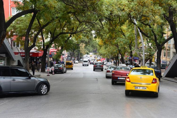 Mithatpaşa Caddesi trafiğe kapanıyor