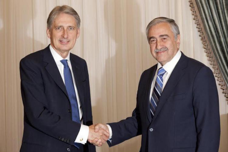 Hammond, Akıncı'yı ziyaret etti