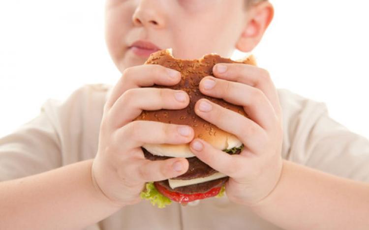Hatalı beslenme çocuklarda obeziteyi tetikliyor