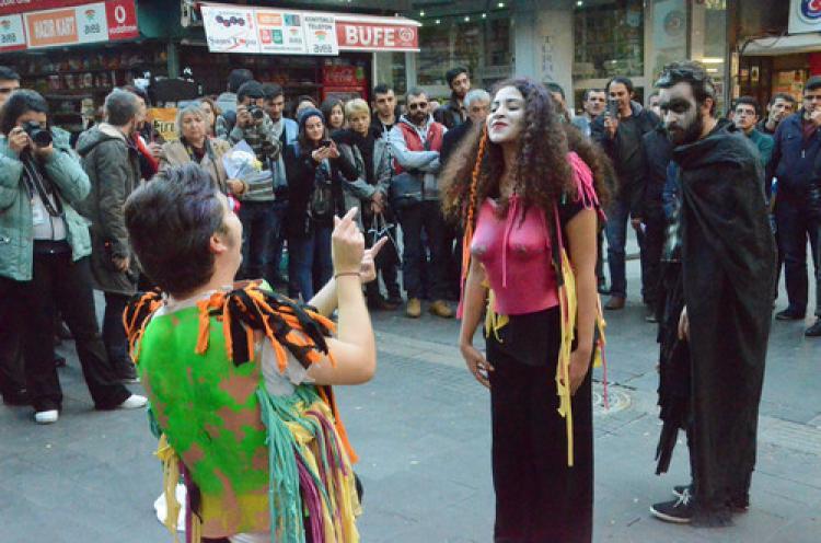 Ankara Tiyatro Festivali sokak oyunları ile başladı