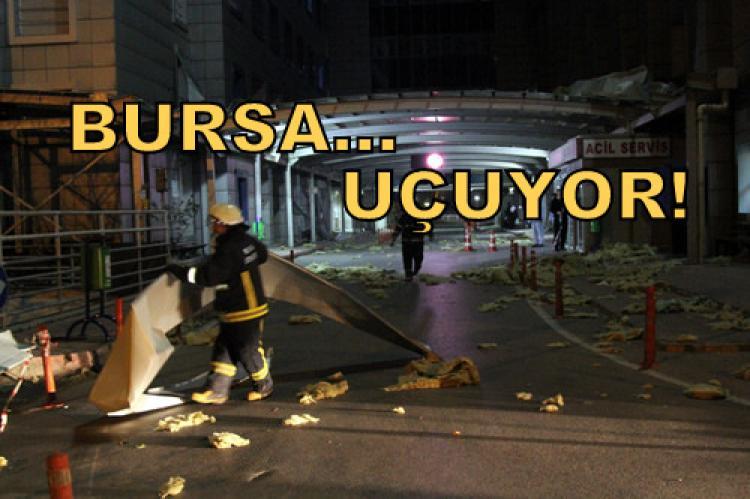 Bursa'da hastane çatısı uçtu! (Videolu)