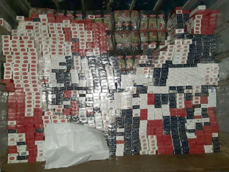 İzmir'de 295 bin paket kaçak sigara ele geçirildi