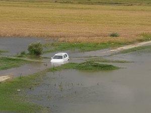 Otomobil baraja daldı