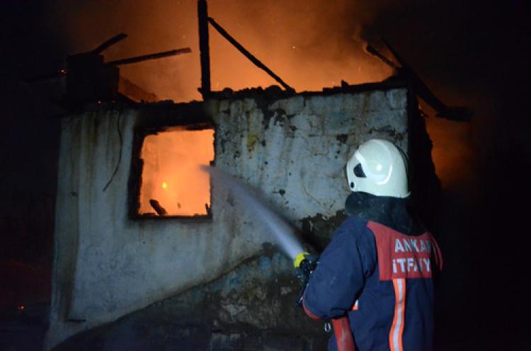 Ankara'da gecekondu yangını korkuttu