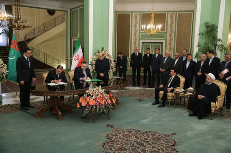 Türkmenistan ile İran ticaret hacmini 60 milyar dolara çıkaracak