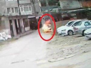 Benzin döküp kendini yaktı