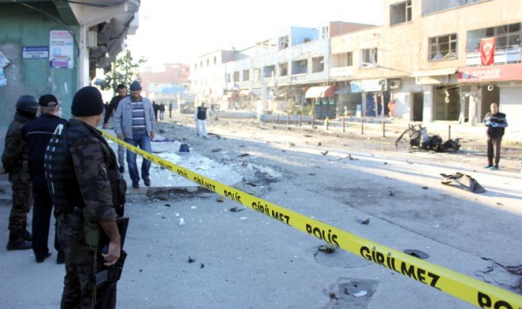 Adana'da bomba yüklü araç patladı!