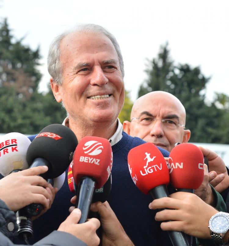 Mustafa Denizli: Takımın karşısına emanet biri olarak geçemem
