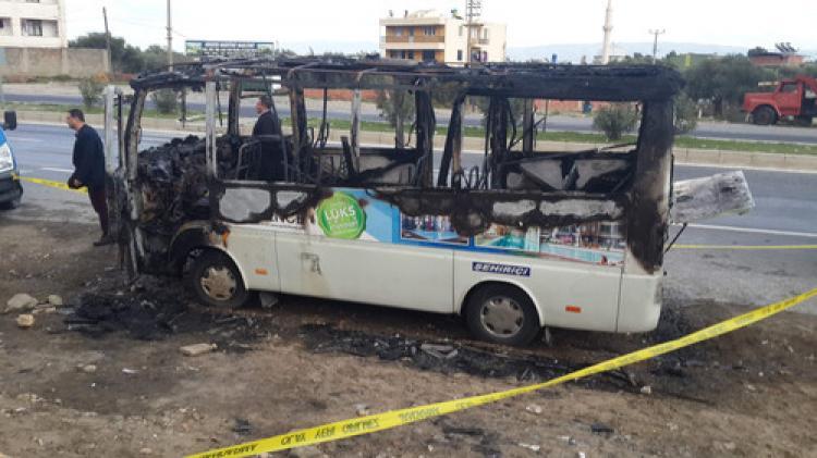 Şehiriçi yolcu minibüsü yandı