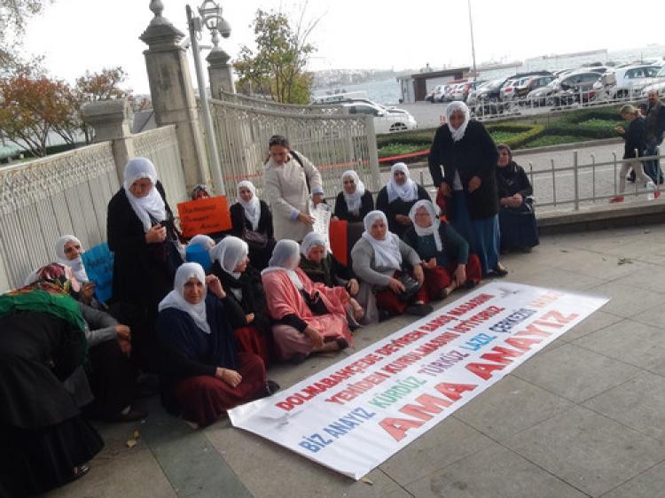 Dolmabahçe Sarayı önünde oturma eylemi