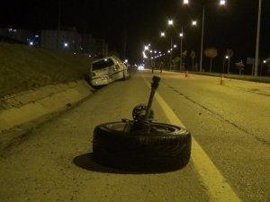 Makas atan sürücü 2 kişiyi yaraladı, kaçtı