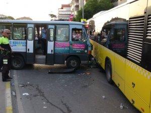 Tekeri patlayan minibüs otobüse çarptı: 5 yaralı