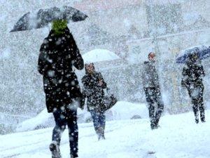 Karlı havada yürürken düşme tehlikesi
