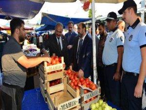 Başkan Edebali pazar denetiminde