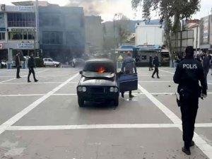 Aracın içinde kendini ateşe verdi!