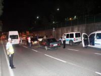 Samsun polisi araçları didik didik aradı