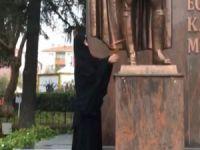 Atatürk Anıtı'na baltalı saldırı!