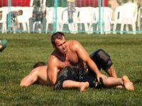 Bandırma'da yağlı güreşler 50pehlivanın katılımıyla başladı